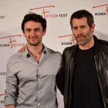 Roma Fiction Fest 2015: George Blagden ed il regista Jalil Lespert al photocall di Versailles