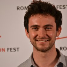 Roma Fiction Fest 2015: George Blagden sorride al photocall di Versailles