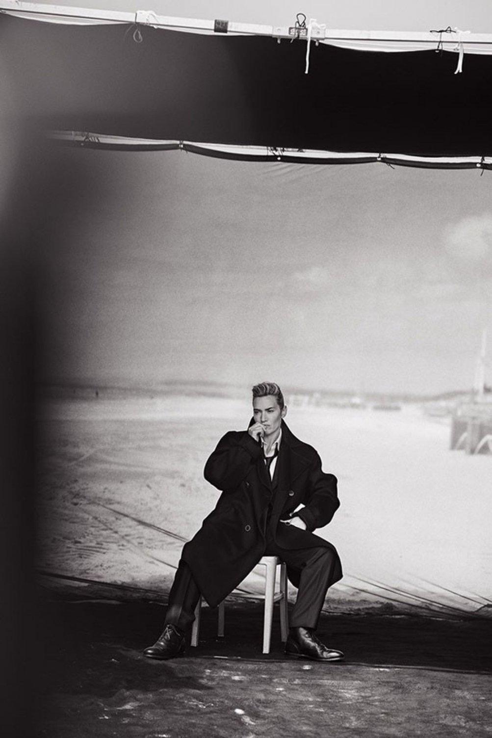 Kate Winslet fotografata da Lindbergh vestita da uomo