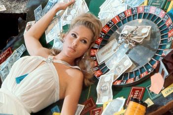 James Bond 007 - Casino Royale: Ursula Andress in una scena del film