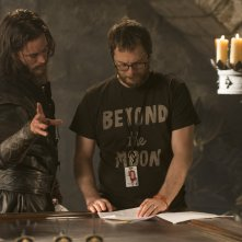 Warcraft: Duncan Jones e Travis Fimmel sul set del film