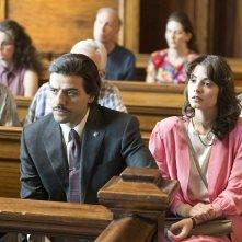 Show Me a Hero: Oscar Isaac e Carla Quevedo in una scena della miniserie