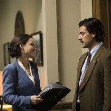 Show Me a Hero: Winona Ryder e Oscar Isaac in una scena della miniserie