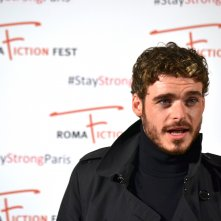 Roma Fiction Fest 2015: Richard Madden in uno scatto sul red carpet di Medici: Master of Florence