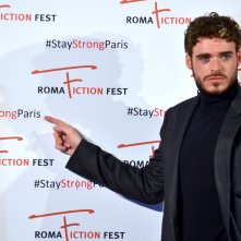 Roma Fiction Fest 2015: Richard Madden posa sul red carpet di Medici: Master of Florence