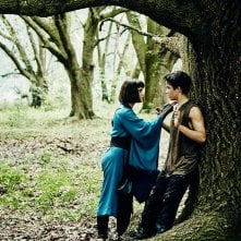 Into the Badlands: Ally Ioannides e Aramis Knight in una foto della prima stagione