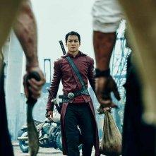 Into the Badlands: il protagonista interpretato da Daniel Wu si prepara a una scena di battaglia