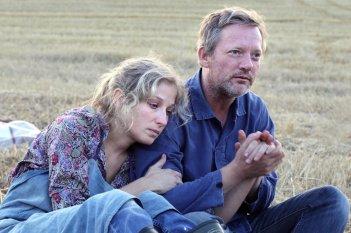 Iona: Michelle Duncan e Douglas Henshall in una scena del film
