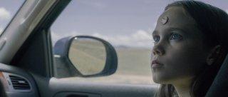 Lamb: Oona Laurence in una scena del film