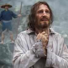 Silence: Liam Neeson durante una drammatica scena