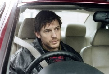 London Road: Tom Hardy in una scena del film