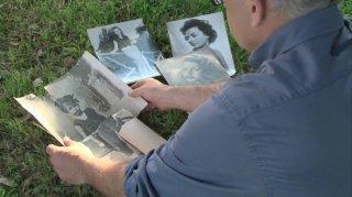Mia madre fa l'attrice: Mario Balsamo di spalle in un'immagine del documentario da lui diretto