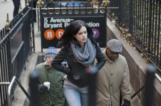 Jessica Jones: Krysten Ritter in una foto della prima stagione