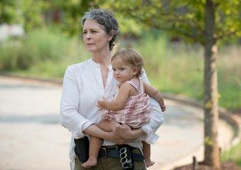 The Walking Dead: Melissa McBride in una foto dell'episodio Heads Up
