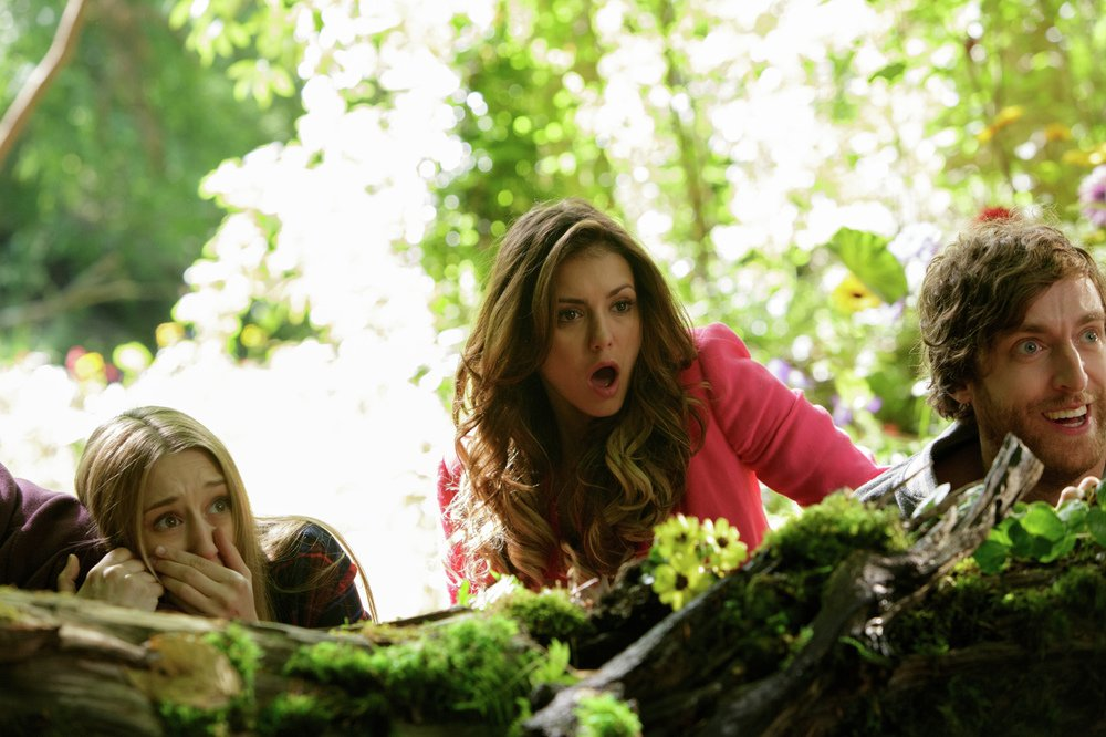 The Final Girls: Taissa Farmiga, Nina Dobrev e Thomas Middleditch in una scena del film