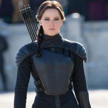 Jennifer Lawrence è Katniss in una scena di Hunger Games: Il canto della rivolta - Parte 2