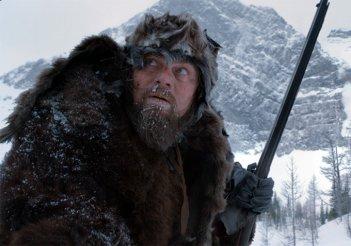 Revenant - Redivivo: Leonardo DiCaprio affronta il freddo in una foto del film