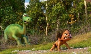 Il viaggio di Arlo: il piccolo Spot protegge il giovane apatosauro protagonista