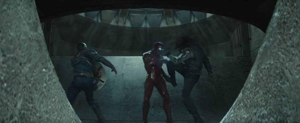 Captain America: Civil War: un momento dello scontro tra Cap, Iron Man e Bucky nel primo trailer del film Marvel