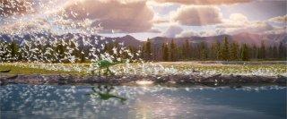 Il viaggio di Arlo: i due protagonisti in una scena spettacolare del film Pixar