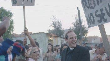 Chiamatemi Francesco - Il Papa della gente: Rodrigo de la Serna in una scena del film