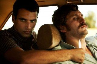 La isla mínima: Raúl Arévalo minacciato con un coltello in una scena del film