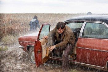La isla mínima: una scena del film sotto una forte pioggia