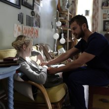 Franny: Theo James e Dakota Fanning in una scena del film