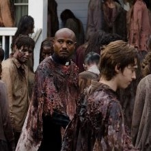 The Walking Dead: Seth Gilliam e Austin Abrams nell'episodio L'inizio e la fine