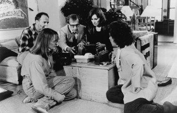 Una scena del film Misterioso omicidio a Manhattan