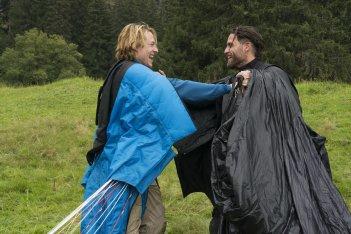 Point Break: Luke Bracey ed Edgar Ramirez in una scena del film