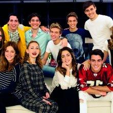 Tini - La nuova vita di Violetta: un'immagine promozionale con tutti i giovani protagonisti del film