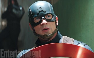 Captain America: Civil War - Chris Evans in una foto del film