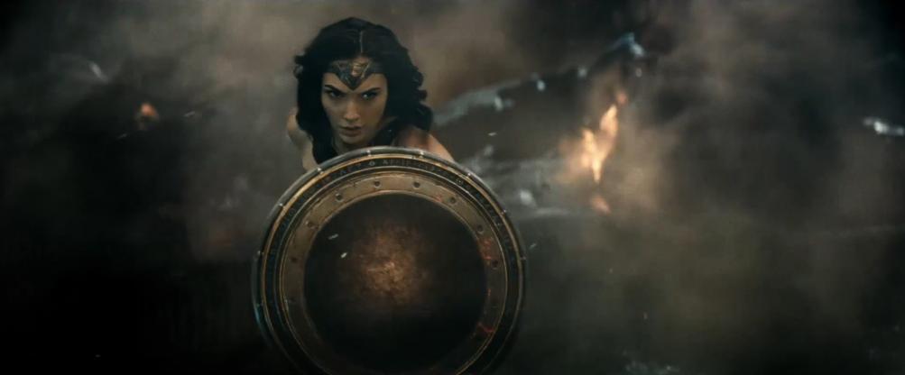 Batman v Superman: Gal Gadot in una scena del nuovo trailer