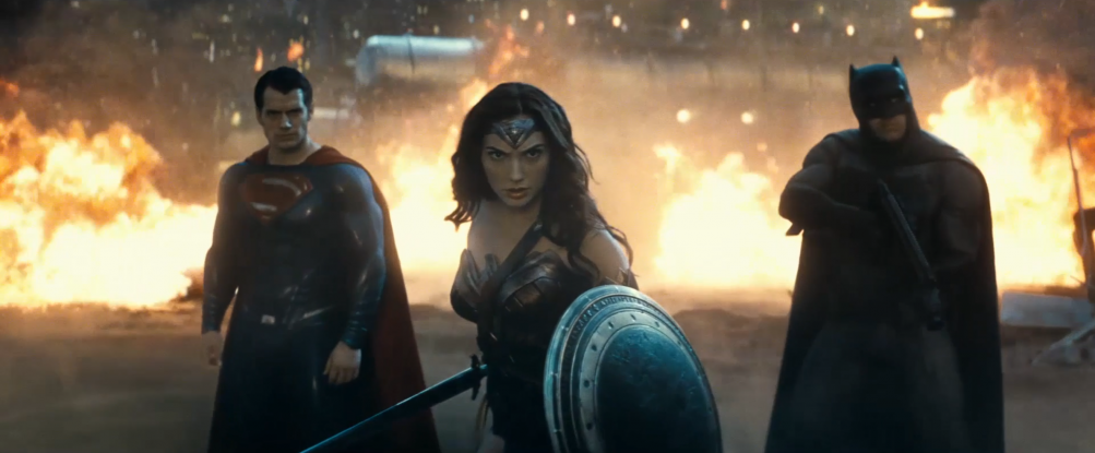 Batman v Superman: Henry Cavill, Gal Gadot e Ben Affleck in una scena del nuovo trailer