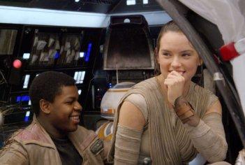 Star Wars: Il risveglio della forza, John Boyega e Daisy Ridley sul set del film