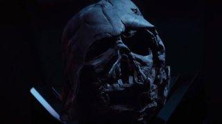 Star Wars: Il risveglio della forza, il casco di Darth Vader in una scena del film