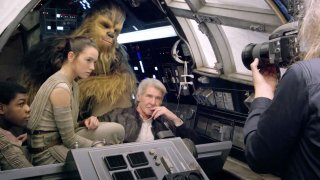 Star Wars: Il risveglio della forza, una foto dal set con Harrison Ford, John Boyega, Daisy Ridley e Chewbecca