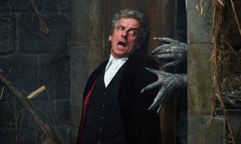 Doctor Who: Peter Capaldi interpreta il Dottore in una foto dell'episodio Heaven Sent