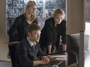 Homeland: Sebastian Hulk, Claire Danes e Nina Hoss in una foto della quinta stagione
