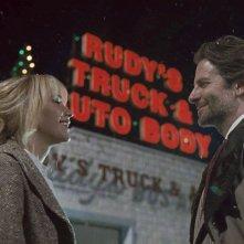 Joy: Bradley Cooper e Jennifer Lawrence in una scena del film