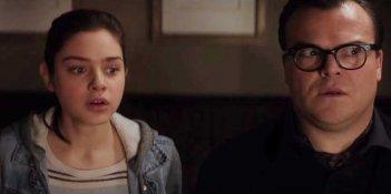 Piccoli Brividi: Jack Black e Odeya Rush in una scena del film