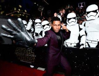 Star Wars: il risveglio della Forza - John Boyega indossa un guanto in onore di Luke Skywalker