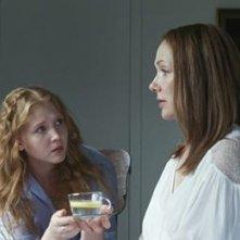 Boris Sans Béatrice - Isolda Dychauk porge da bere a Simone-Élise Girard