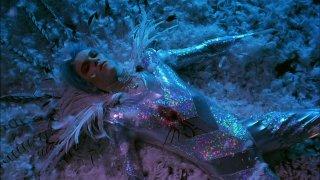 Velvet Goldmine: Jonathan Rhys Meyers in una scena del film