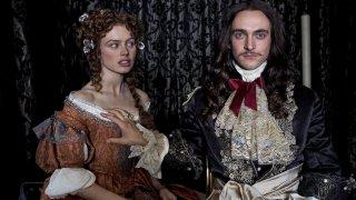 Versailles: una foto promozionale della serie con protagonista George Blagden