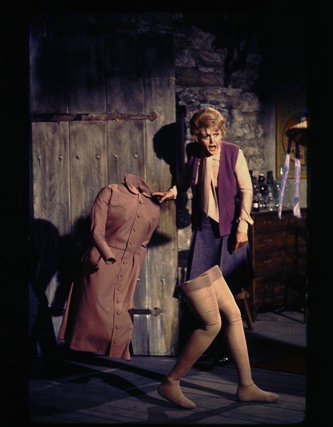 Angela Lansbury in Pomi d'ottone e manici di scopa