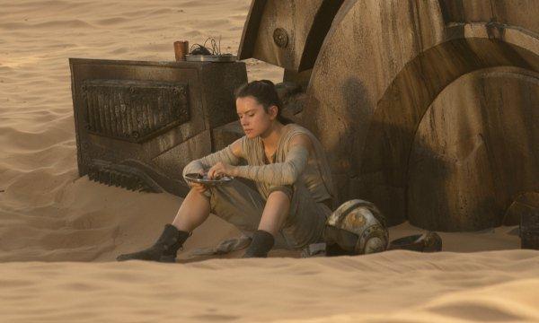 Star Wars: Il risveglio della Forza, una scena con Daisy Ridley