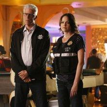 CSI: Scena del crimine - Ted Danson e Jorja Fox nell'episodio Immortality