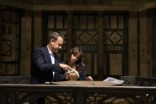 Inferno: Tom Hanks e Felicity Jones indagano in una foto del film